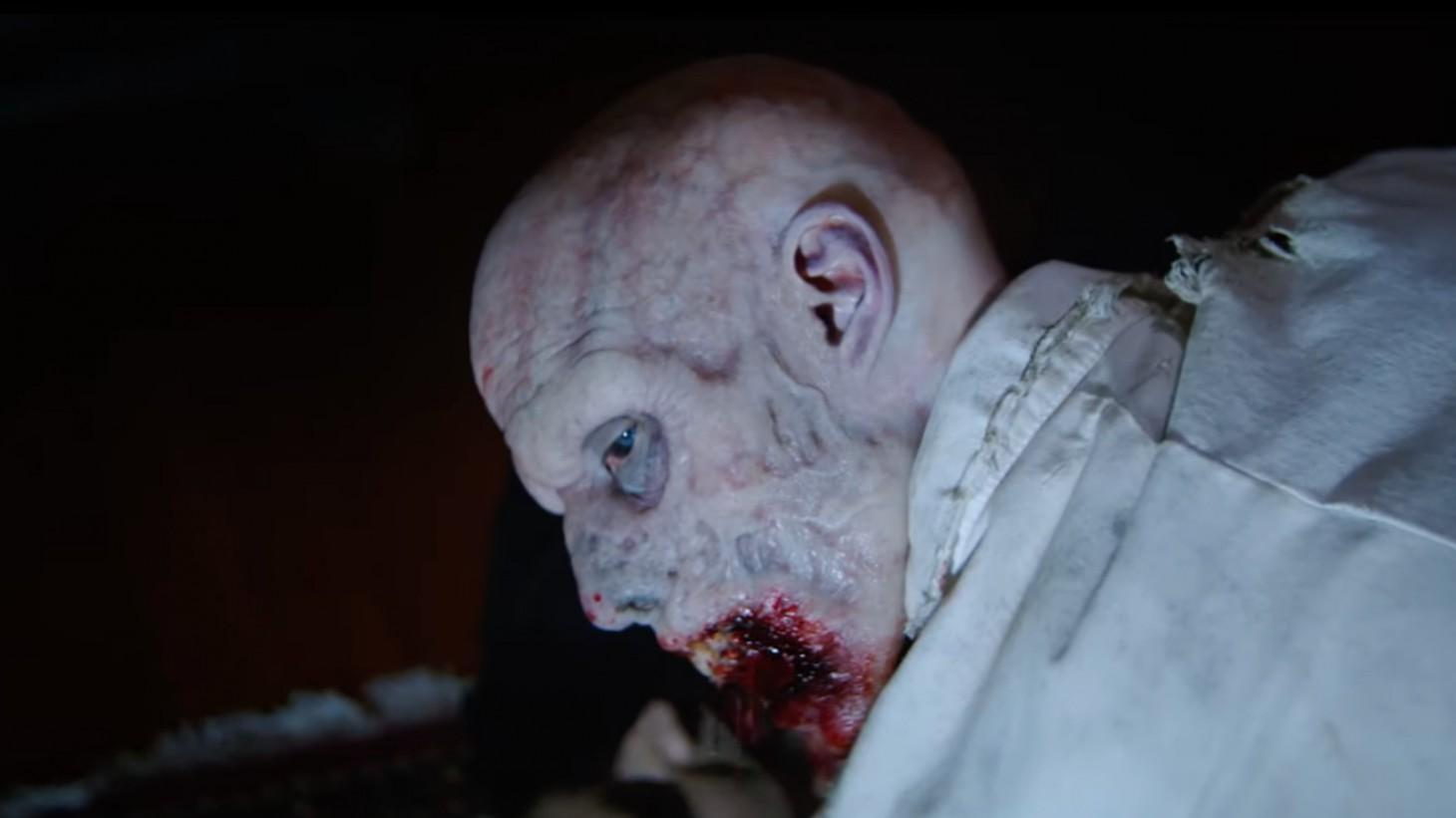 el clásico primer zombie en Resident Evil: Welcome to Racoon City